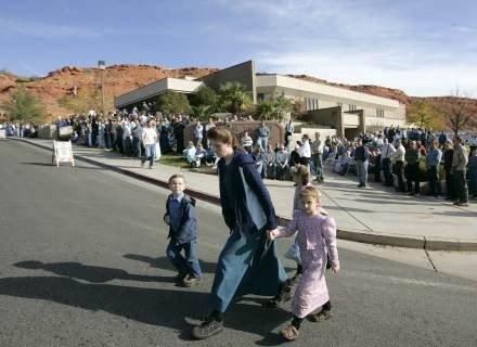 Jedną z najbardziej kontrowersyjnych praktyk, uchodzącą za religijny nakaz, było wielożeństwo. /Getty Images/Flash Press Media