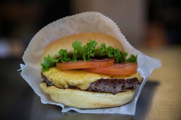 Jedną z przyczyn chorób cywilizacyjnych jest niezdrowe jedzenie fot. Andrew Burton /AFP