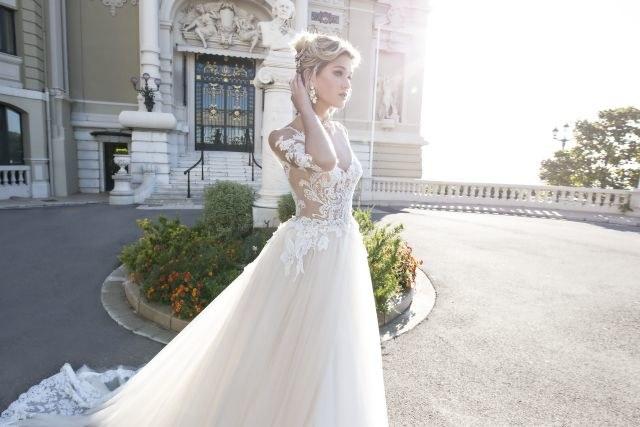 Jedna z sukni zaprojektowanych przez Alessandrę Rinaudo /materiały prasowe