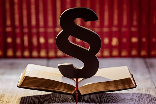Jedną z zalet etatu jest niewątpliwie zagwarantowane ustawowo prawo pracownika do płatnych 26 lub 21 dni urlopu wypoczynkowego /123RF/PICSEL