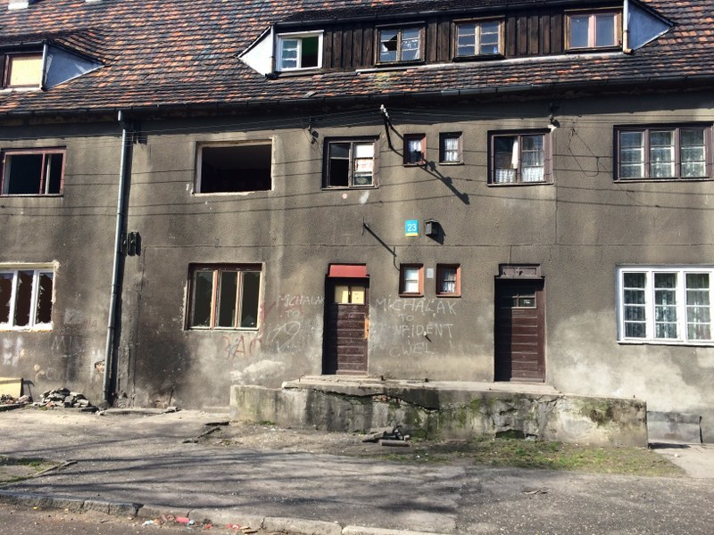 Jedna ze zniszczonych kamienic /Anna Kropaczek /RMF FM