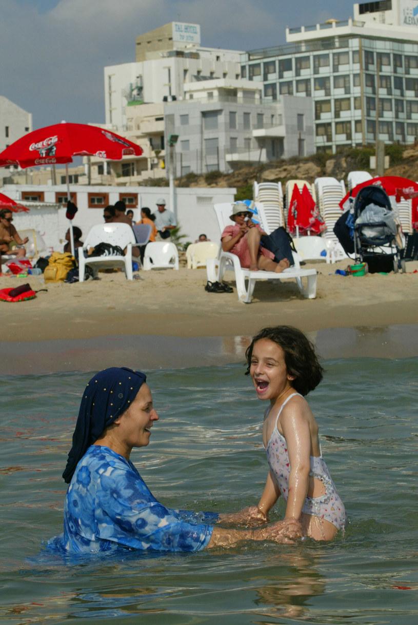 ... jednak ortodoksyjnym żydówkom zasada skromności i nakazy religijne nie pozwalają pokazywać się w bikini /Getty Images