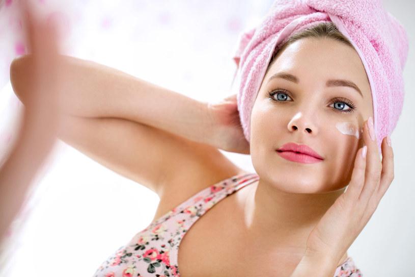 Jedne stawiają na skuteczność kosmetyku, dla drugich równie ważna jest przyjemność, z jaką się go stosuje, albo naturalny skład /123RF/PICSEL