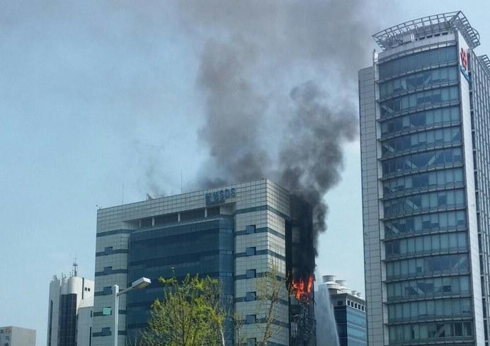 Jedno ze zdjęć wykonane przez internautów w Koreii - zdjęcie pochodzi z serwisu Twitter, @shbaik82 /Internet