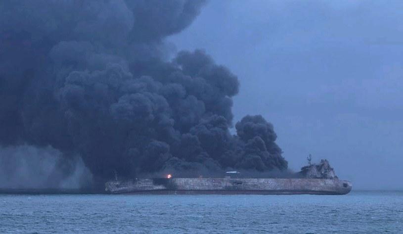 """Jednostka """"Sanchi"""" przewoziła około miliona baryłek skondensowanej ropy /SOUTH KOREA COAST GUARD HANDOUT /AFP"""
