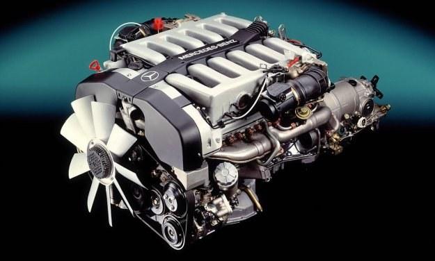 Jednostka V12 (symbol M120) generuje zawrotną moc 408 KM. To najmocniejszy produkowany seryjnie silnik świata - potężniejszy od montowanego w Ferrari Testarossa (390 KM). /Mercedes