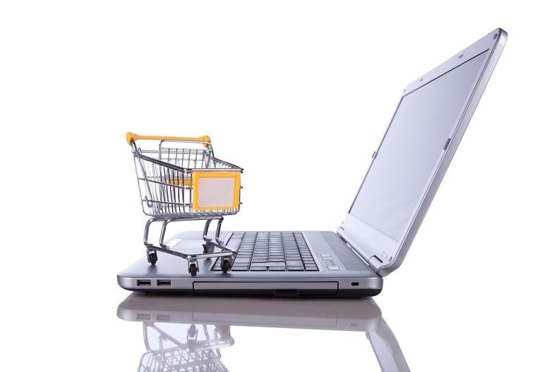 Jednym z priorytetów dla osób robiących zakupy w Internecie  jest możliwość bezproblemowej wymiany lub zwrotu towaru, który nie spełnia ich oczekiwań. /123RF/PICSEL