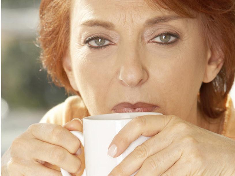 Jednym z wczesnych objawów niekontrolowanej cukrzycy jest silne pragnienie  /© Panthermedia