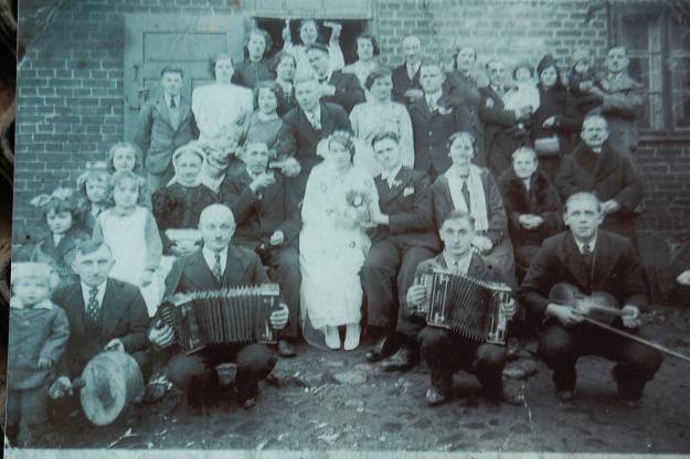Jedyne zachowane zdjęcie ojca - ślub Marianny Korcz i Wiktora Pigli /Odkrywca