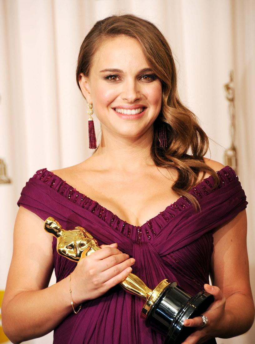 """Jedynego w karierze Oscara Portman otrzymała za rolę w """"Czarnym łabędziu"""" /Jason Merritt /Getty Images"""