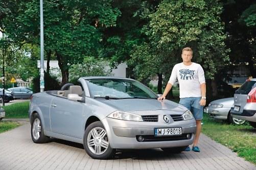 """""""Jedyny problem mojego Megane CC to nieprzyjemny, terkoczący dźwięk silnika 1.9 dCi. Gdybym mógł wybrać jeszcze raz, wolałbym dwulitrowego benzyniaka"""" - Michał, jeździ Renault Megane CC 1.9 dCi z 2005 r. /Motor"""