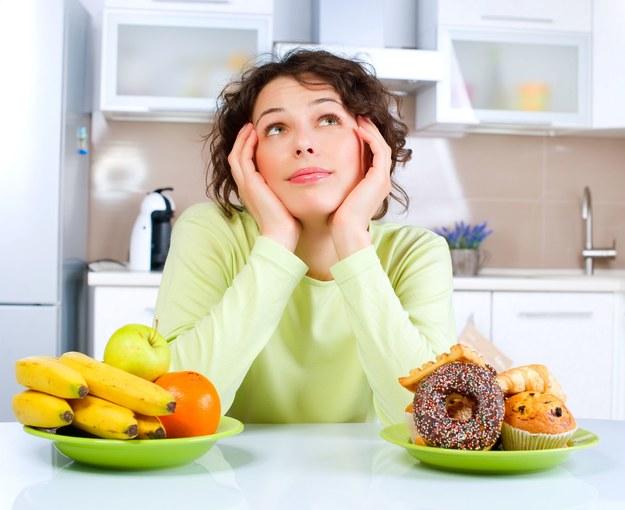 Jedynym wartościowym źródłem cukrów prostych są warzywa i owoce /123/RF PICSEL