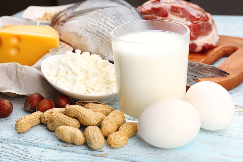 Jedz chudy nabiał, jajka, pij kefir lub jogurt /123RF/PICSEL