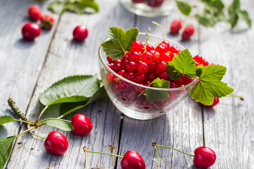 Jedz sezonowe owoce /©123RF/PICSEL