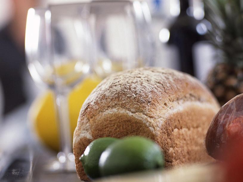 Jedz warzywa, najlepiej gotowane, i produkty pełnoziarniste.  /ThetaXstock