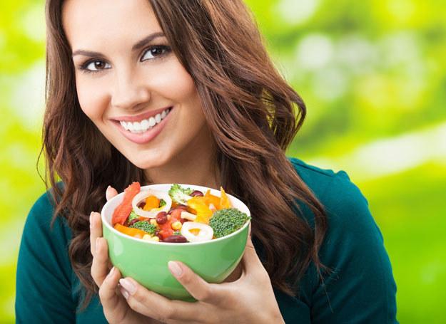 Jedzenie naprawdę wpływa na twoje samopoczucie /©123RF/PICSEL