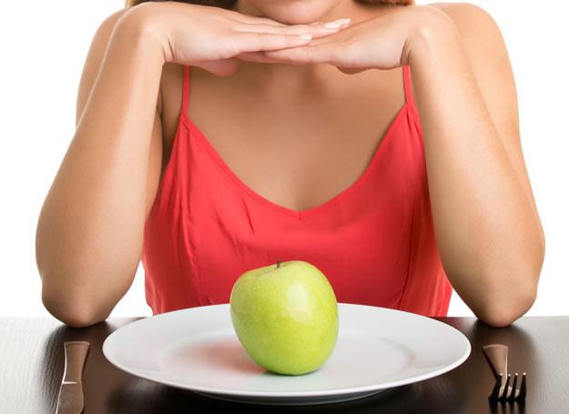 Jedzenie to dla ludzi coś więcej niż tylko pożywienie /Picsel /©123RF/PICSEL