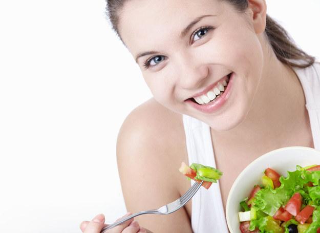 Jedzmy zdrowo! /123RF/PICSEL