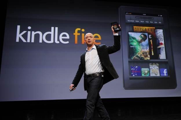 Jeff Bezos, szef Amazona, prezentuje tablet/e-booka Kindle Fire /AFP