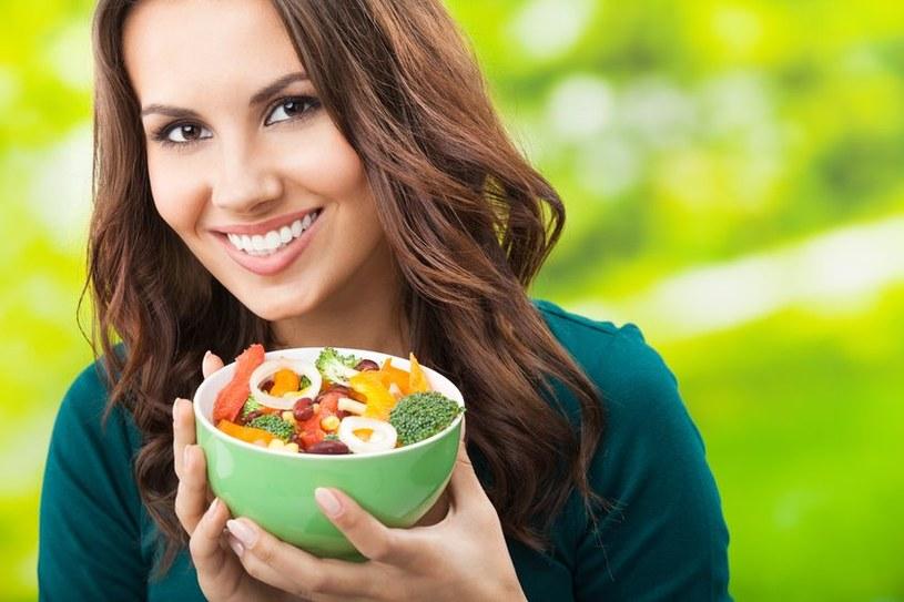 Jem pięć porcji warzyw i owoców dziennie! /©123RF/PICSEL