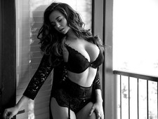 Jenna Mariah: Obfitości krągłości