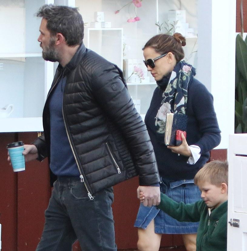 Jennifer Garner i Ben Affleck z dzieckiem /KELA/Broadimage/EAST NEWS /East News