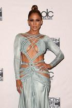 Jennifer Lopez cieszy się ze swoich krągłości