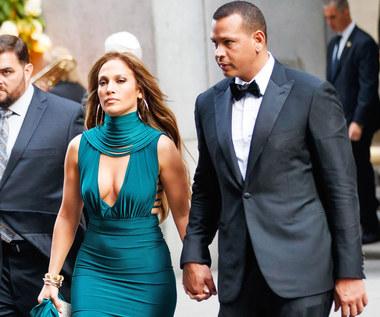 Jennifer Lopez i jej obłędna, weselna sukienka