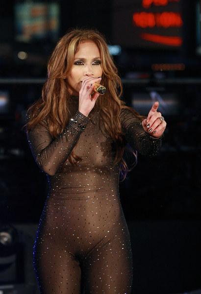 Jak wam się podoba sylwestrowy strój J.Lo?