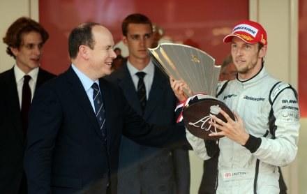 Jenson Button bardzo chce wygrać na torze w Walencji /AFP