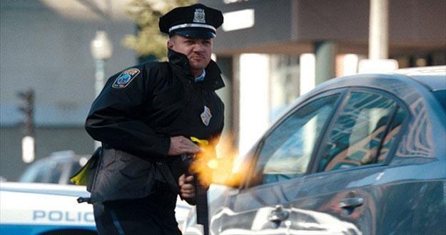 """Jeremy Renner w filmie """"Miasto złodziei"""" /materiały dystrybutora"""
