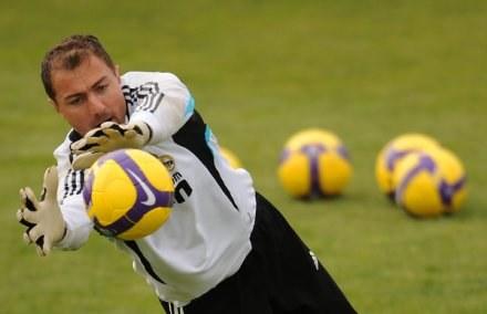 Jerzy Dudek musi być w pełnej gotowości do gry przeciwko FC Liverpool /AFP