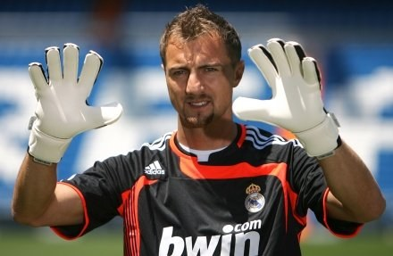 Jerzy Dudek poznaje Real i Ikera Casillasa /AFP