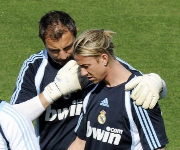 Jerzy Dudek (z lewej) zostaje w Realu Madryt do czerwca 2011 /AFP