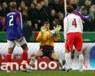 Jerzy Dudek znakomice bronił w meczu z Francją /AFP