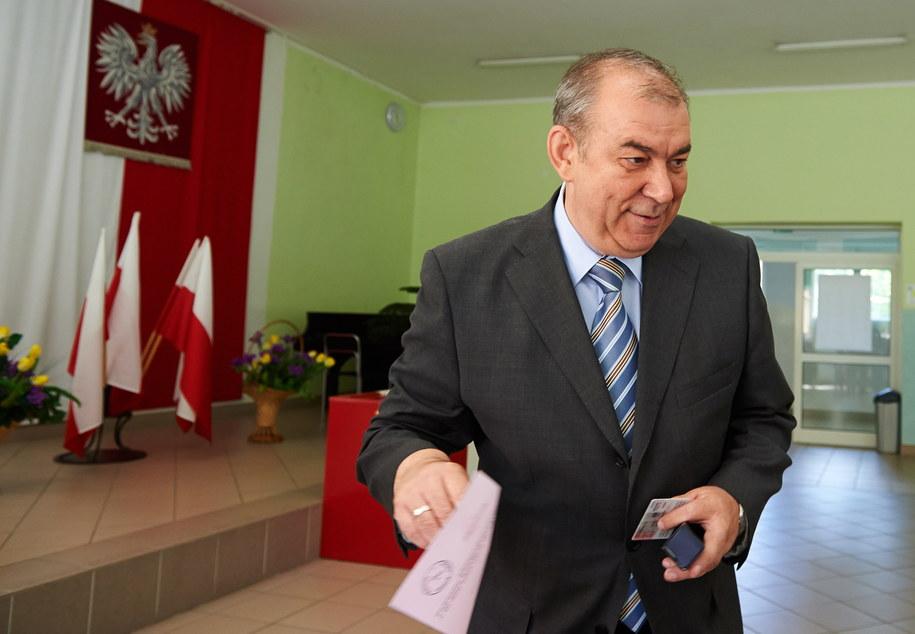Jerzy Wilk podczas głosowania /Adam Warżawa /PAP