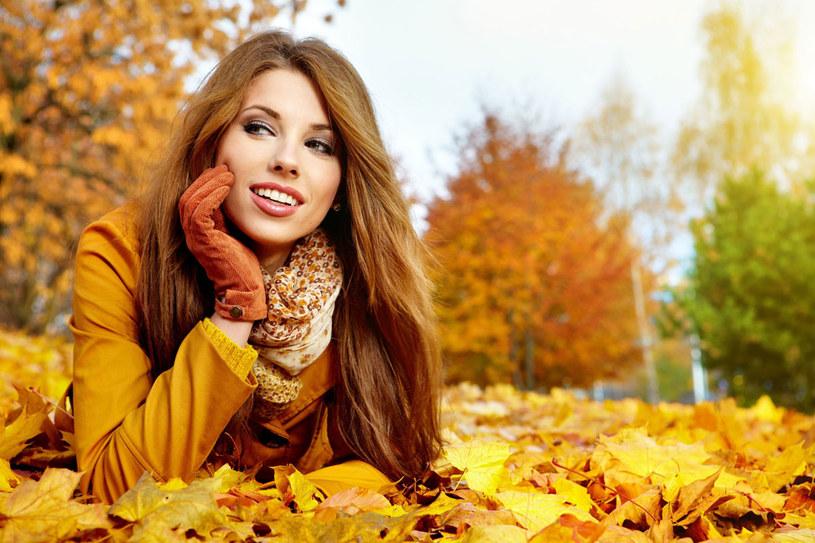 Jesień kojarzy ci się z poszarzałą, szorstką cerą? Zmień sposób pielęgnacji /©123RF/PICSEL