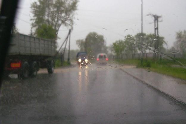Jesień oznacza trudne warunki drogowe /