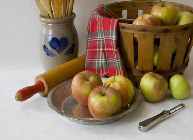Jesienią ciasta z jabłkami pieczono codziennie. /©123RF/PICSEL