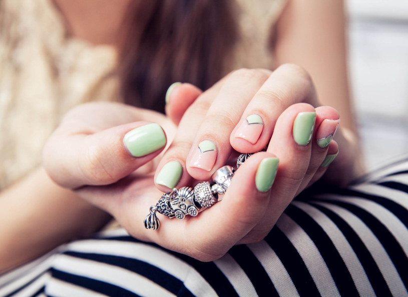 Jesienią najmodniejsze będą paznokcie o kształcie delikatnego migdała /Picsel /123RF/PICSEL