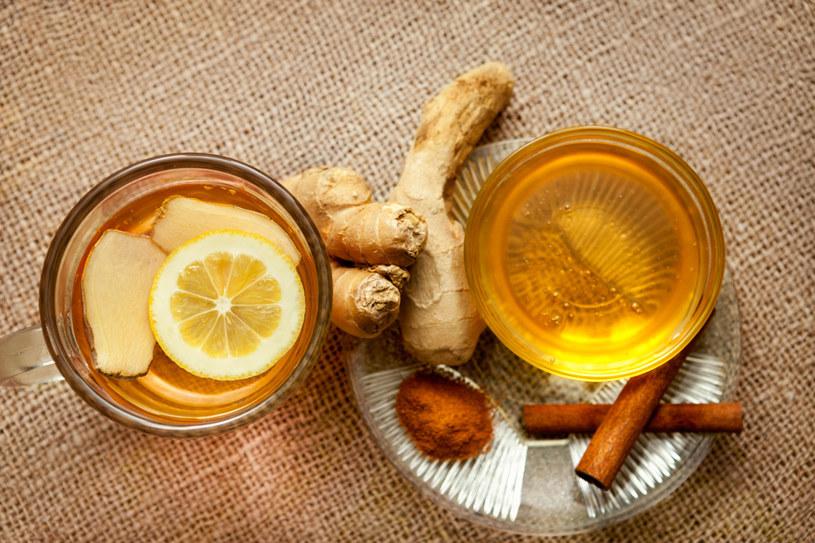 Jesienią pij jak najczęściej herbatę z rozgrzewającymi przyprawami /123RF/PICSEL