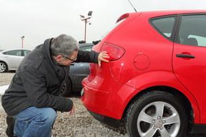 Jeśli auto miało malowany jeden element po szkodzie parkingowej, wciąż może być warte uwagi. /Motor