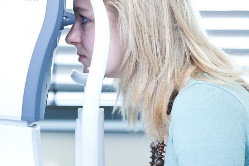 Jesli ból jest nie do zniesienia lub trwa długo, koniecznie wybierz się na specjalistyczne badania okulistyczne /©123RF/PICSEL