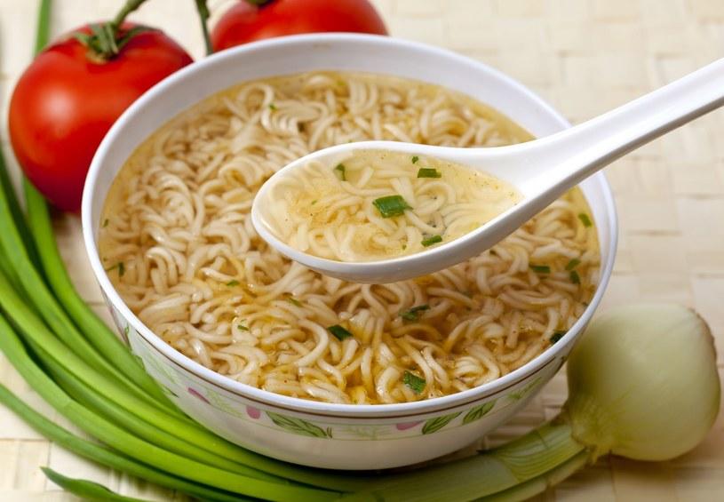 Jeśli chcesz cieszyć się zdrowiem, unikaj zupek instant jak ognia! /©123RF/PICSEL