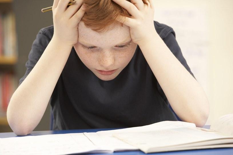 Jeśli dziecko nauczy się lepiej sobie radzić z negatywnymi myślami, będzie przeżywało więcej pozytywnych emocji /©123RF/PICSEL