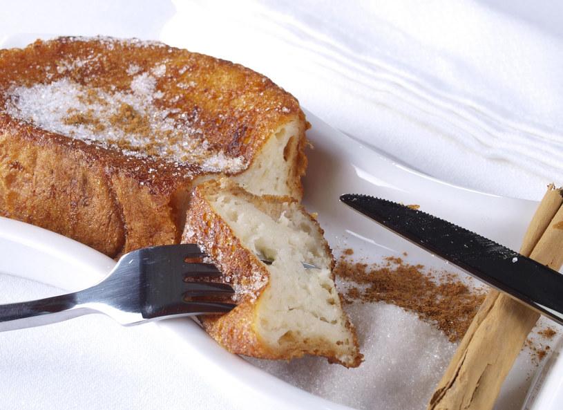 Jeśli masz czerstwe pieczywo, możesz zrobić z niego pyszne tosty /Picsel /123RF/PICSEL