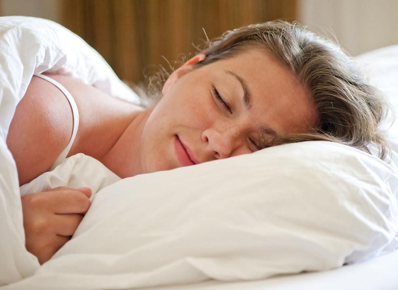 Jeśli masz problemy ze snem, warto byś zgłosiła się do specjalistycznej poradnii zajmującej się leczeniem zaburzeń snu /Picsel /©123RF/PICSEL