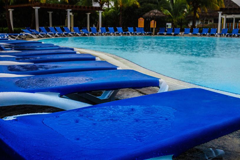 Jeśli podczas nawałnicy znajdujesz się na basenie lub nad morzem, jak najszybciej opuść te miejsca /©123RF/PICSEL