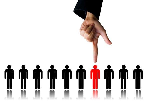 Jeśli pracodawca ma kilku kandydatów, wybierze tego, który mówi lepszą polszczyzną, wie, do kogo wyciągnąć rękę, a kiedy poczekać, nawet jeśli jest on słabszy /123RF/PICSEL