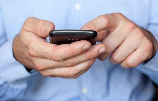 Jeśli strona Twojej witryny nie ma odpowiednika na smartfony, lepiej pozostawić użytkowników na stronie dla komputerów niż przekierowywać ich na stronę główną w wersji na smartfony /123RF/PICSEL